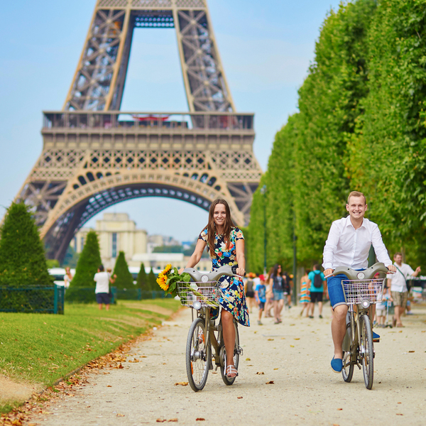 couple_biking_paris-1.jpg